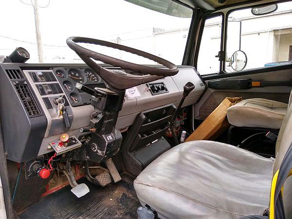 1998 Freightliner FL-60 Extended Cab Danco 21 6